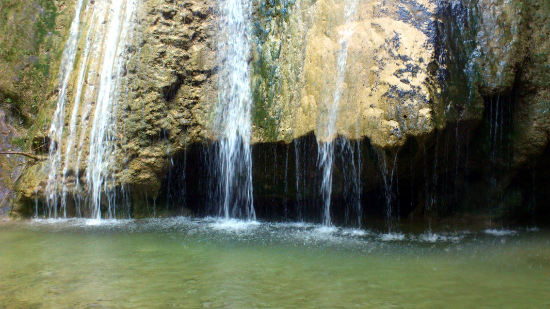 The Gorge and waterfall of Milonas